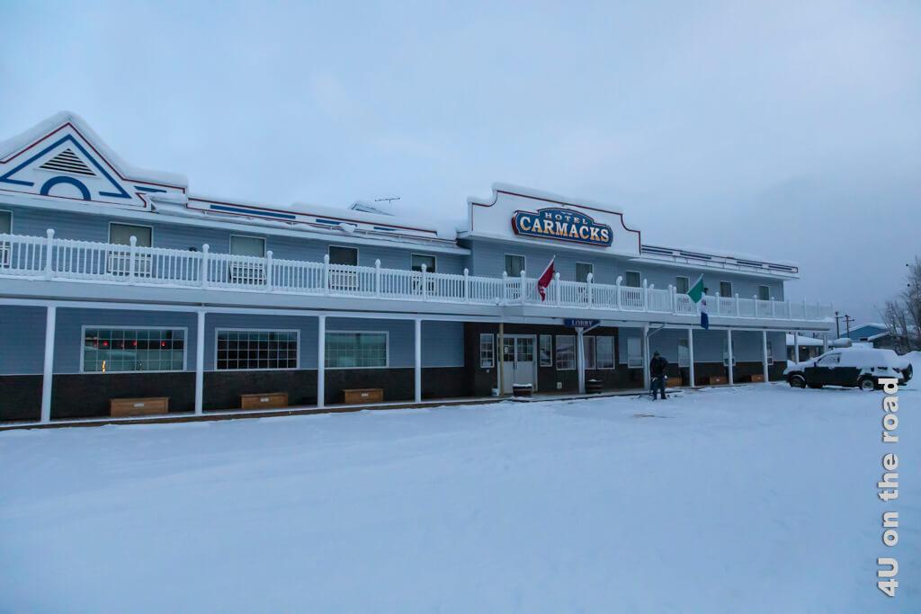 Blick auf das Hotel Carmacks als wir am nächsten Morgen bei minus 20 Grad Celcius zum Frühstück gehen.