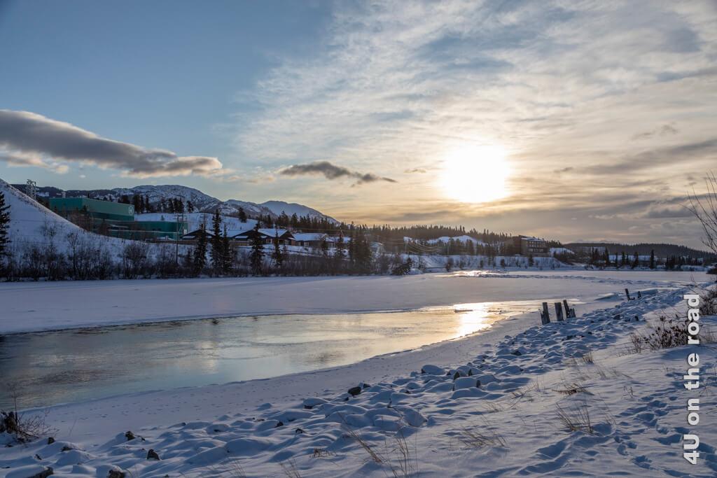 Blick vom Riverfront Trail auf die zauberhafte Winterlandschaft - Whitehorse
