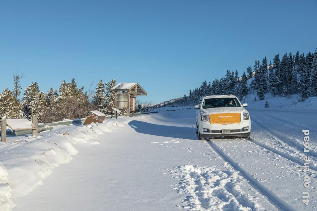 Am Viewpoint vor Carcross hinterlassen wir frische Spuren im Schnee mit unserem Mietwagen