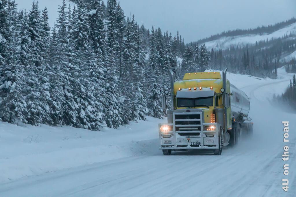 Dieser gelbe Truck macht richtig gute Laune im Zwielicht des Morgens