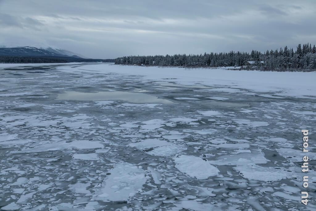 Der Tagish River ohne Sonnenschein