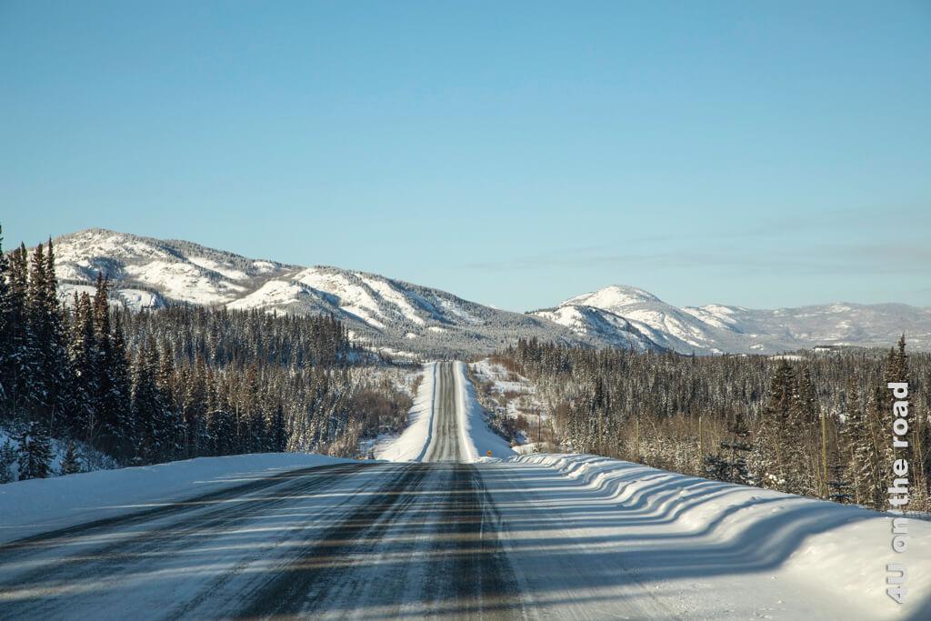 Allein auf dem Alaska Highway in Richtung Haines Junction unterwegs.