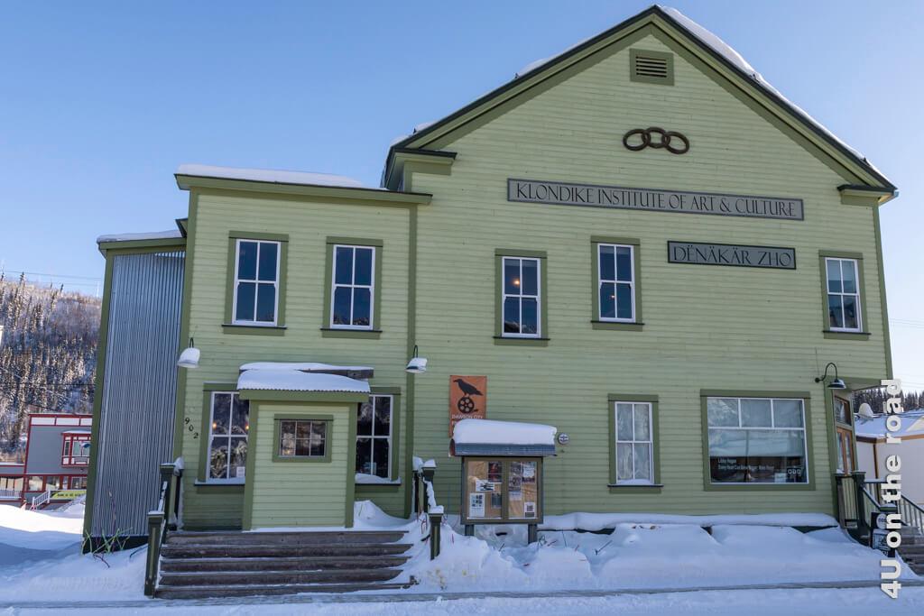 Das Kulturzentrum bietet Besuchern im Sommer die Möglichkeit, die Geschichte und Kultur der First Nation des Klondike zu entdecken