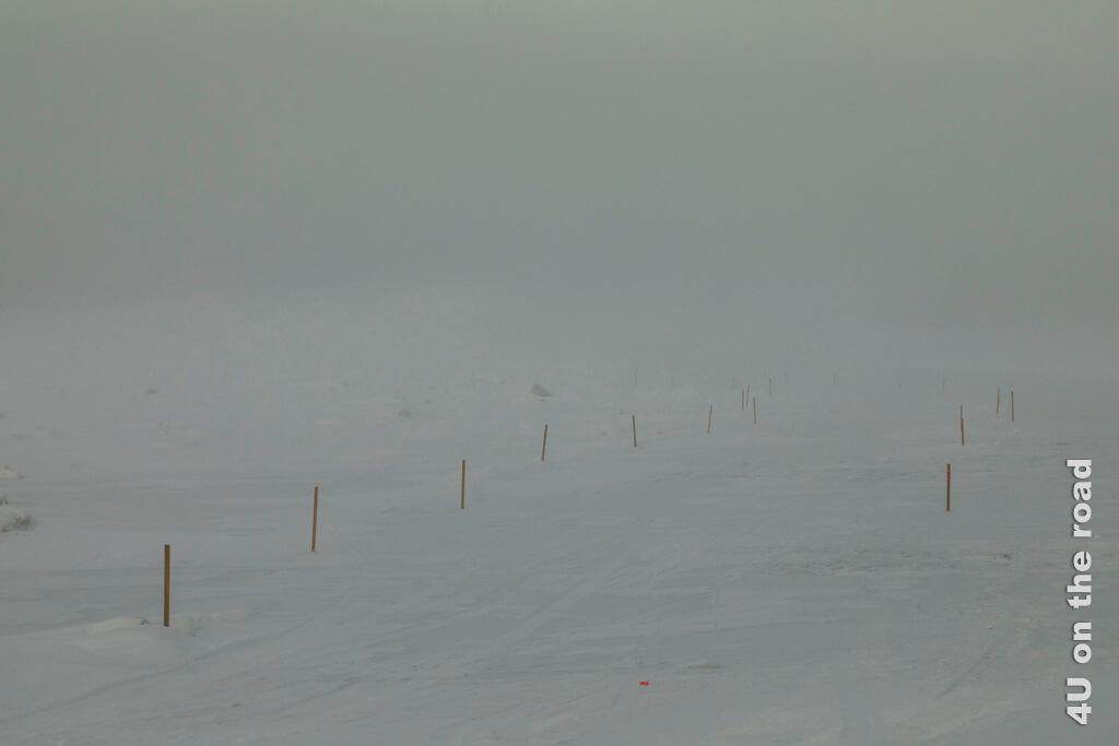 Die Ice Bridge in Dawson City über den Yukon im Nebel