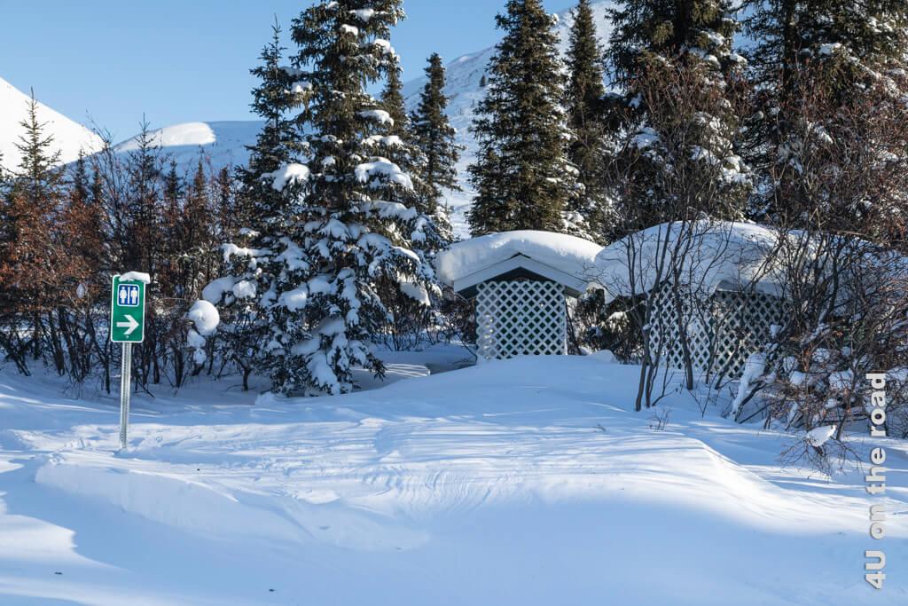 Bei minus 35 Grad Celsius möchte niemand drei Lagen Hosen und Jacken ausziehen, um an einem Plumpsklo festzufrieren.