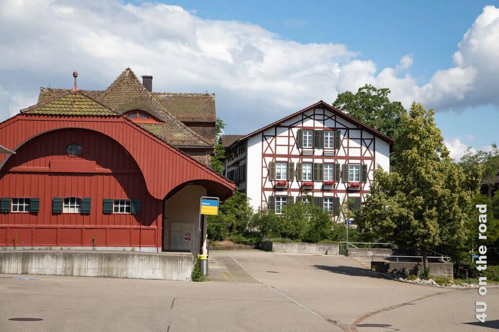 Hier beim hübschen Bahnhof Laufen beginnt der Wanderweg zum Rheinfall