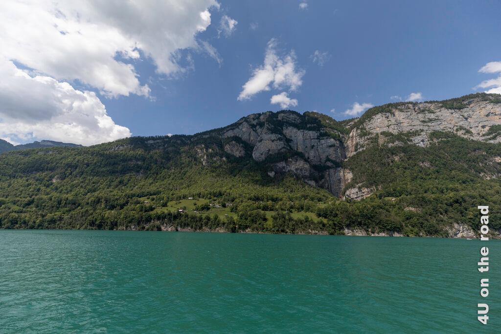 Blick vom Walensee auf die Seerenbachfälleund die Rinquelle