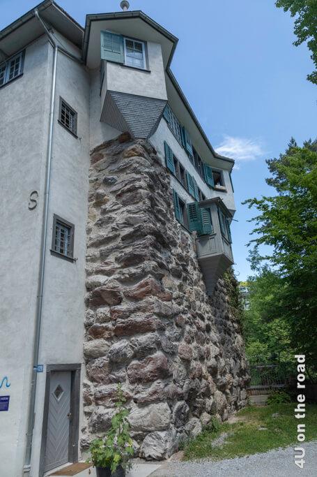 Mittelalterlicher Hardturm am Ufer der Limmat