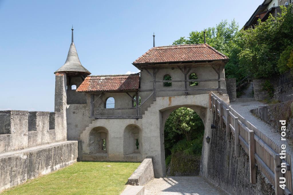 Die Gänge oberhalb des Tores sind sehr schmal - Stadtbefestigung Gruyères