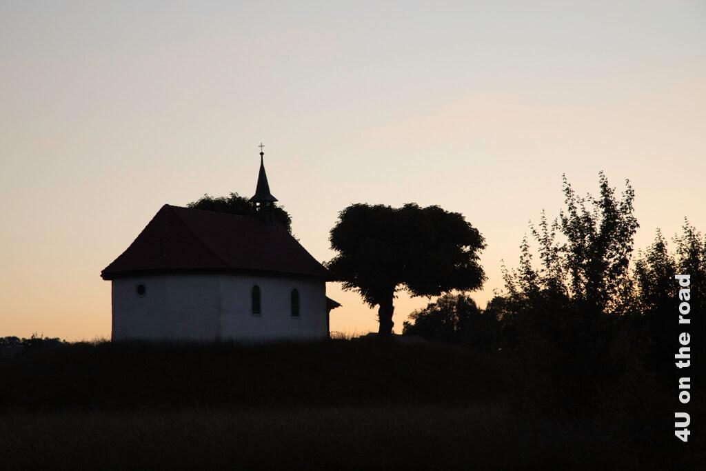 Diese kleine Kapelle in Bulle kommt auch bei Sonnenuntergang wunderbar zur Geltung