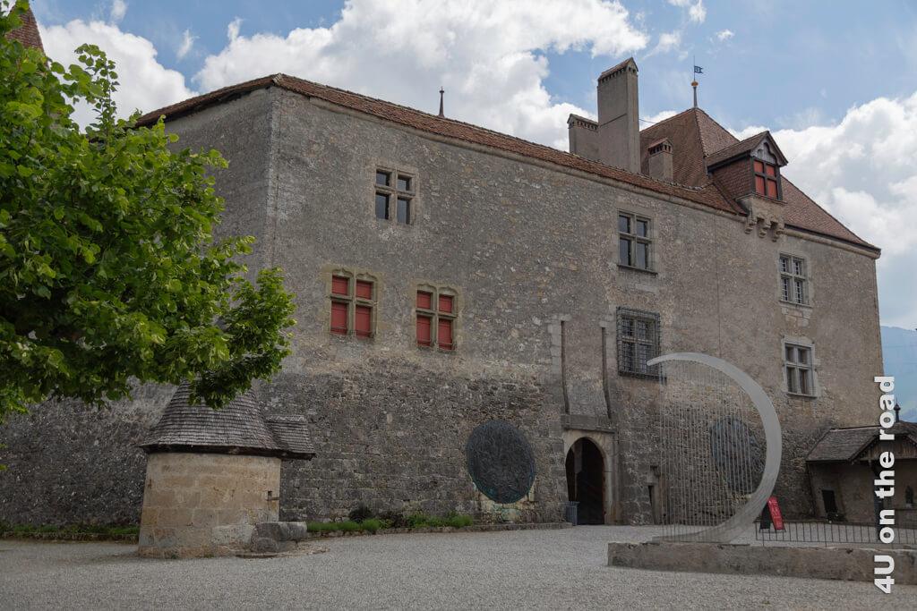 Der Eingang zum Schloss Gruyères