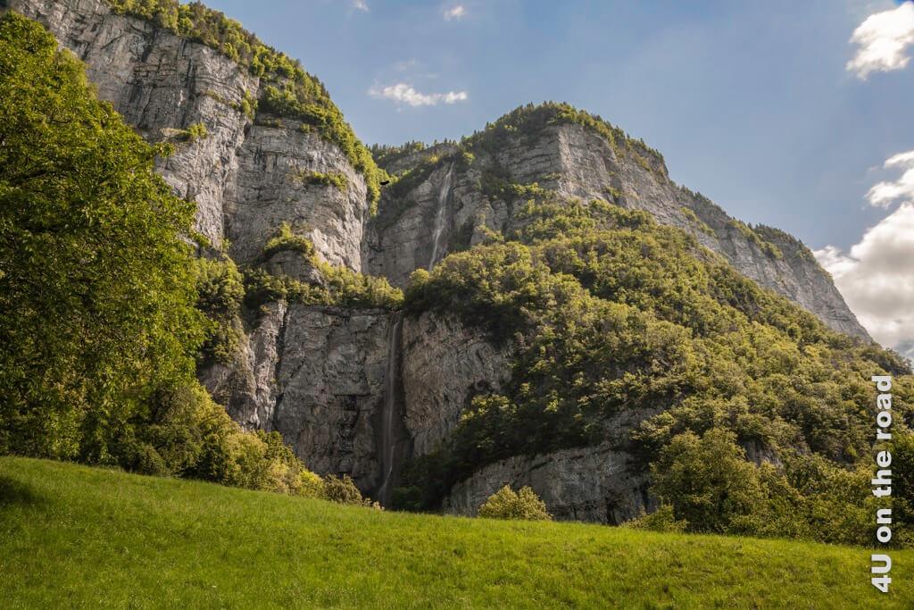 Aussicht auf die beiden oberen Fallstufen der Seerenbachfälle