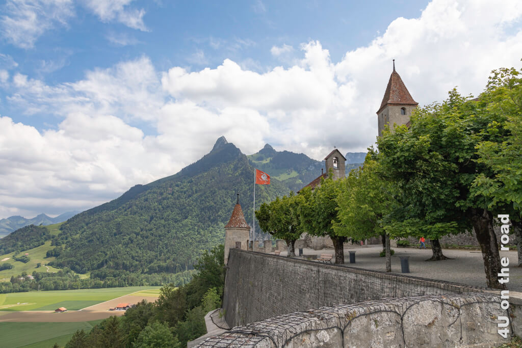 Spitze Berge und Türme - Schloss Gruyères