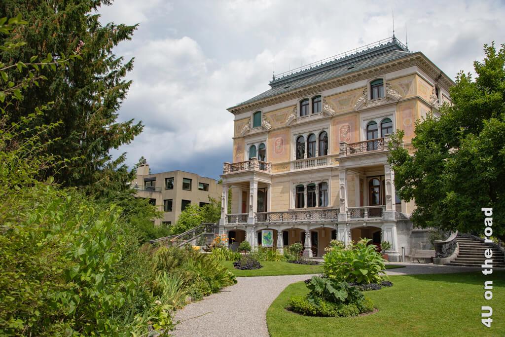 Villa Patumbah vom Garten aus gesehen und ein Stück der oberen Randbebauung