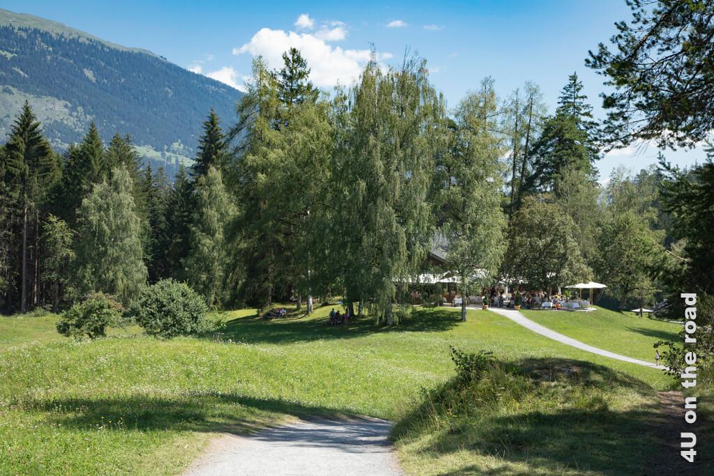 Das Ausflugsrestaurant Conn liegt malerisch umgeben von Bäumen.