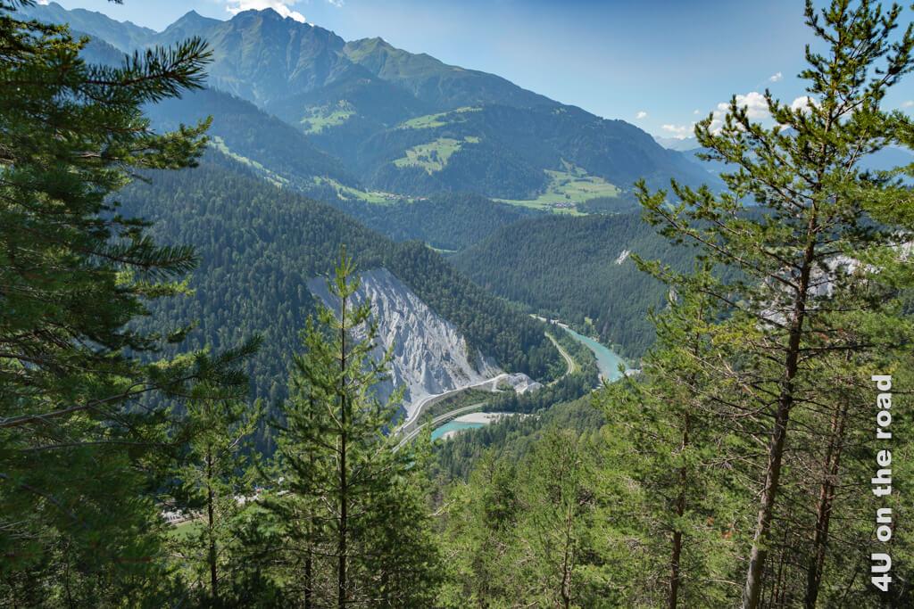 Erster Blick auf den Vorderrhein und die Rheinschlucht