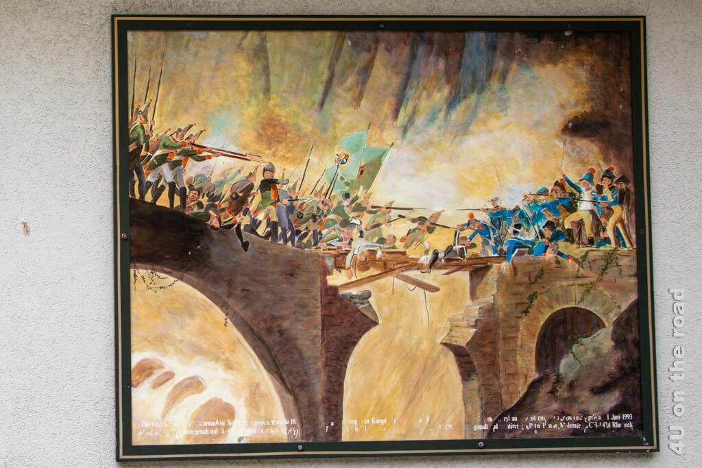 Am Franzosenplatz erinnert dieses Foto an die gefallenen französischen Soldaten bei der Schlacht in der Schöllenenschlucht.