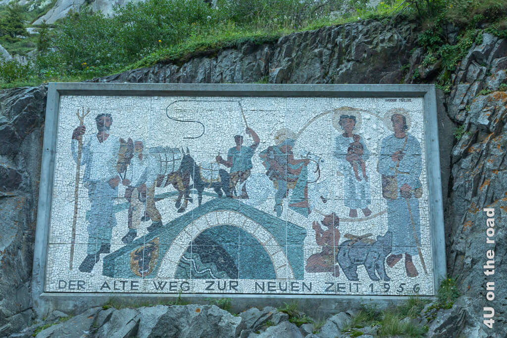 Der Bedeutung der Transportwege zu allen Zeiten wird mit diesem Mosaik anlässlich der Eröffnung des Gotthardtunnels Rechnung getragen.