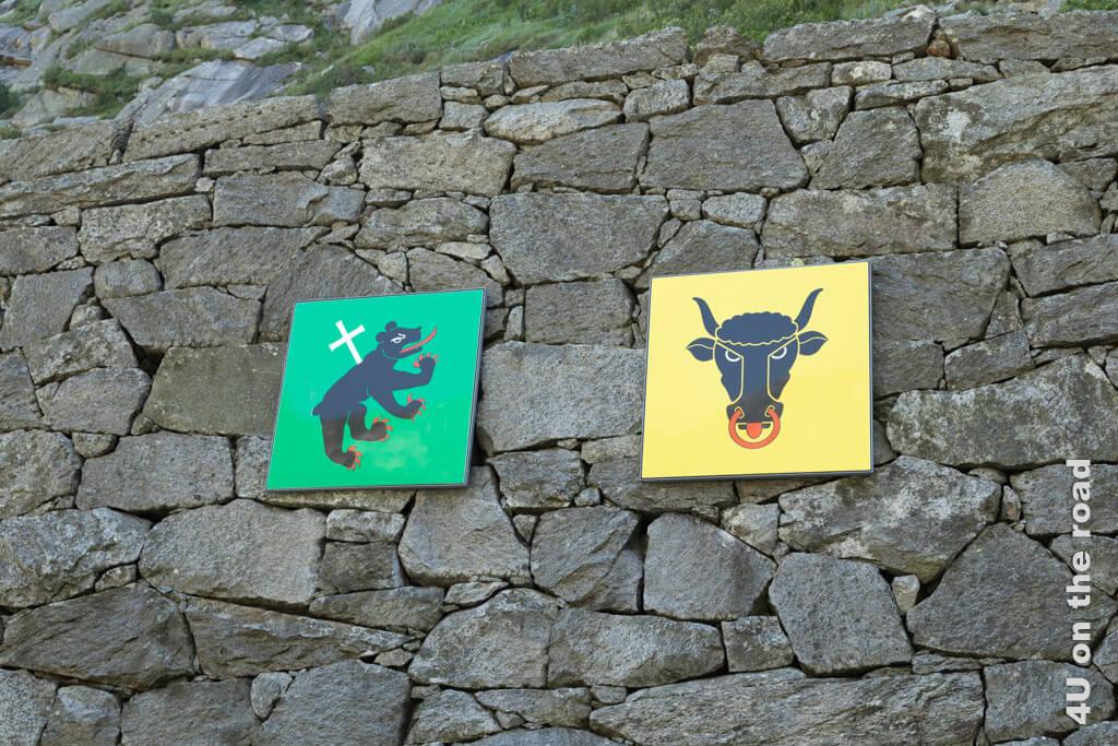 Der Stier ist das Wappen des Kanton Uri, der Bär mit dem weissen Kreuz ist das Wappen des Urserntals - Schöllenenschlucht