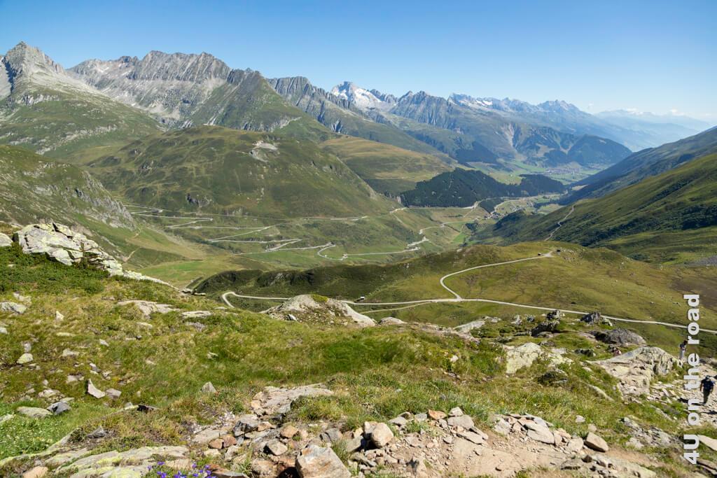 Ein weiteres Plateau, auf dem wir kurz die Ausssicht geniessen - Wanderung zur Rheinquelle