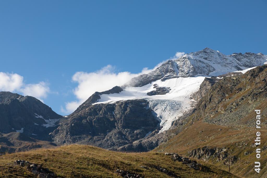 Auf dem Weg zum Bernina Pass einer von mehreren Gletschern im Blickfeld