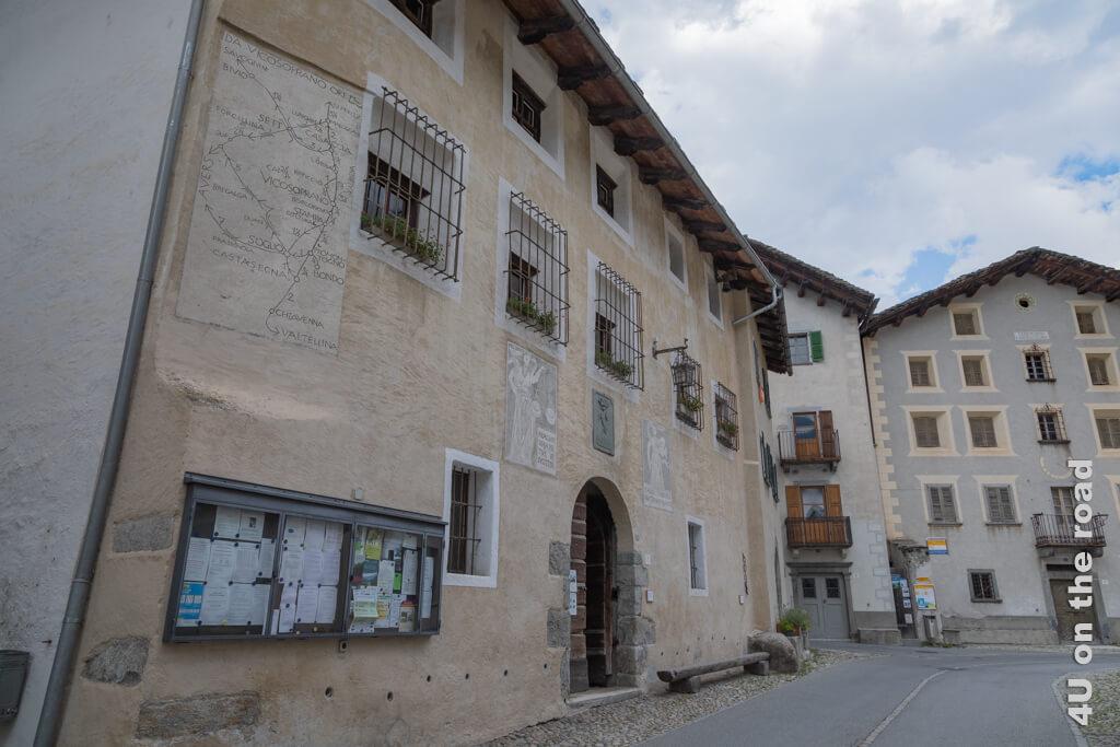Der alte Gemeinde- und Gerichtssitz von 1583 in Vicosoprano, Bergell
