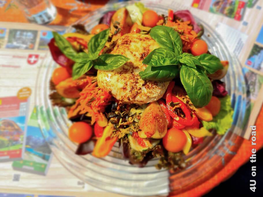 Für diesen frischen Salat mit Ziegenkäse würde ich sofort wieder nach Castasegna fahren