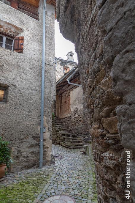 Wer wohl in den Ställen Soglios mit diesen Treppen gelebt hat?