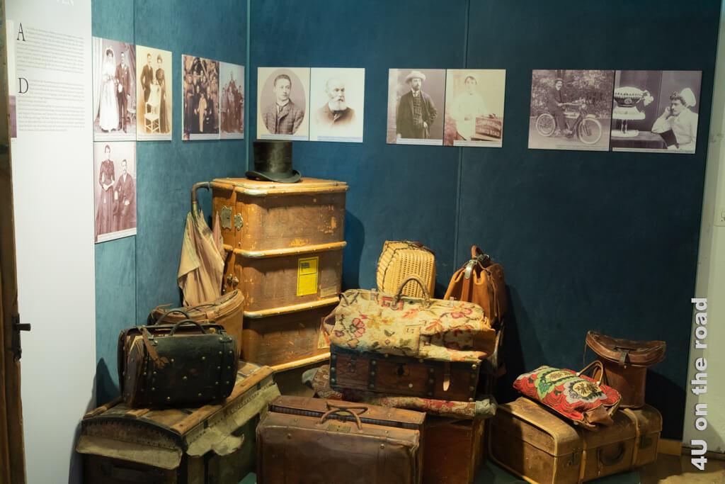 Mit Bildern und Texten und wird das Thema Auswanderung im Palazzo de Bassus-Mengotti lebendig.