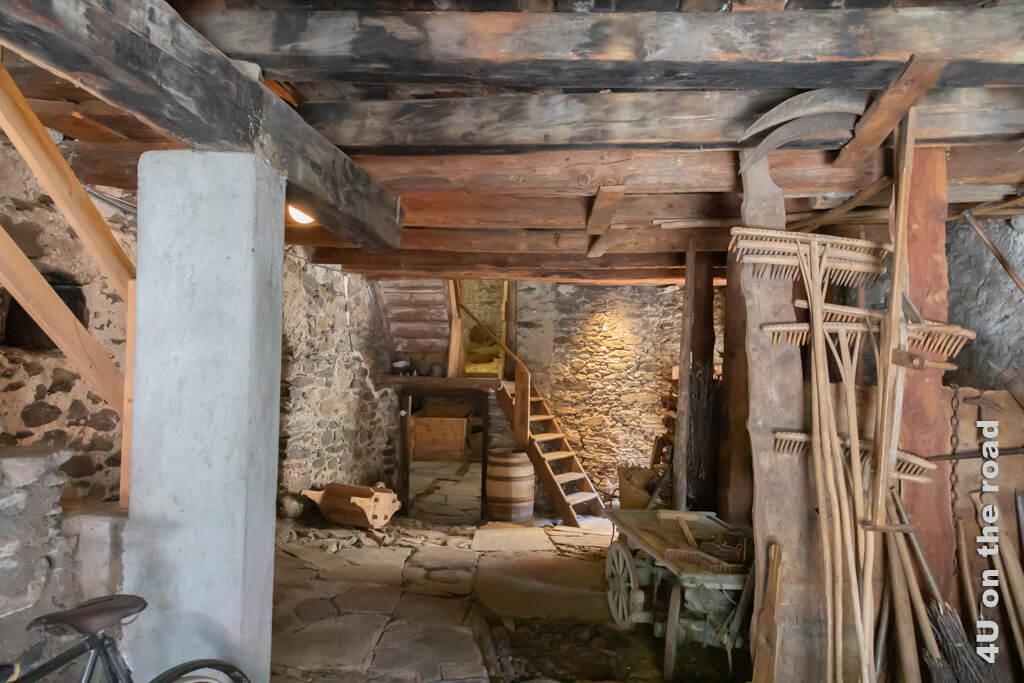 Der gedeckte Innenhof, den man durch den grossen Torbogen der Casa Tomé erreicht. - Poschiavo
