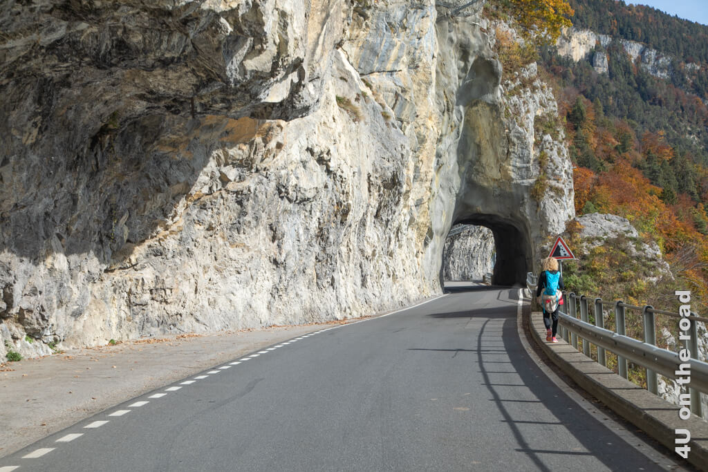 Die Tunnel sind hoch und breit genug. Dennoch sind wir froh, keinen Gegenverkehr zu haben. An die Höhe unseres Wohnmobils müssen wir uns erst gewöhnen. - Erste Campingerfahrungen mit dem eigenen Wohnmobil