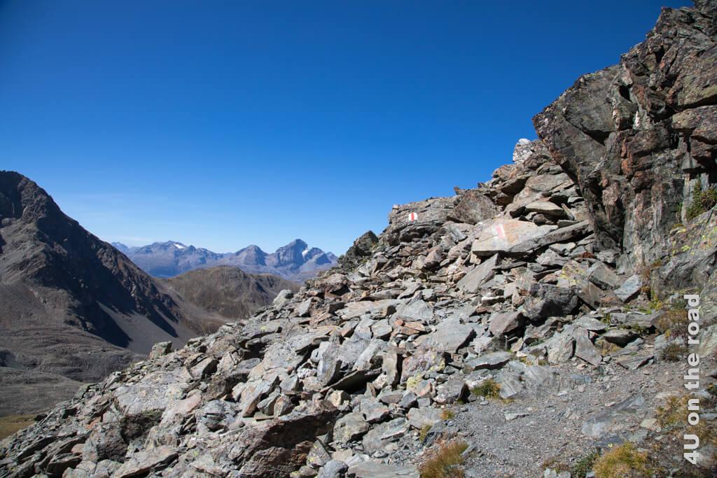 Sucht man den Weg auf dem Grat der Fuorcla Val Champagna, kann man lange suchen.