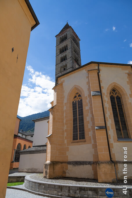 Romanischer Kirchturm der Kirche San Vittore Mauro - Poschiavo