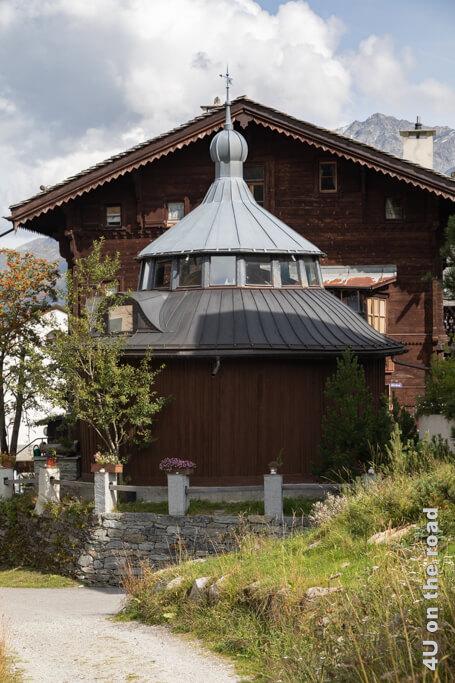 Casa Segantini mit Modell des Pavillons für die Weltausstellung 1900. Maloja - Sentiero Segantini