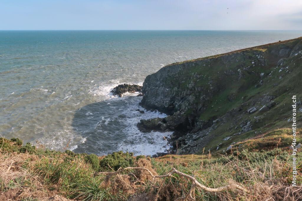 Sonnenschein und das aufgewühlte Meer - Howth Cliff Walk