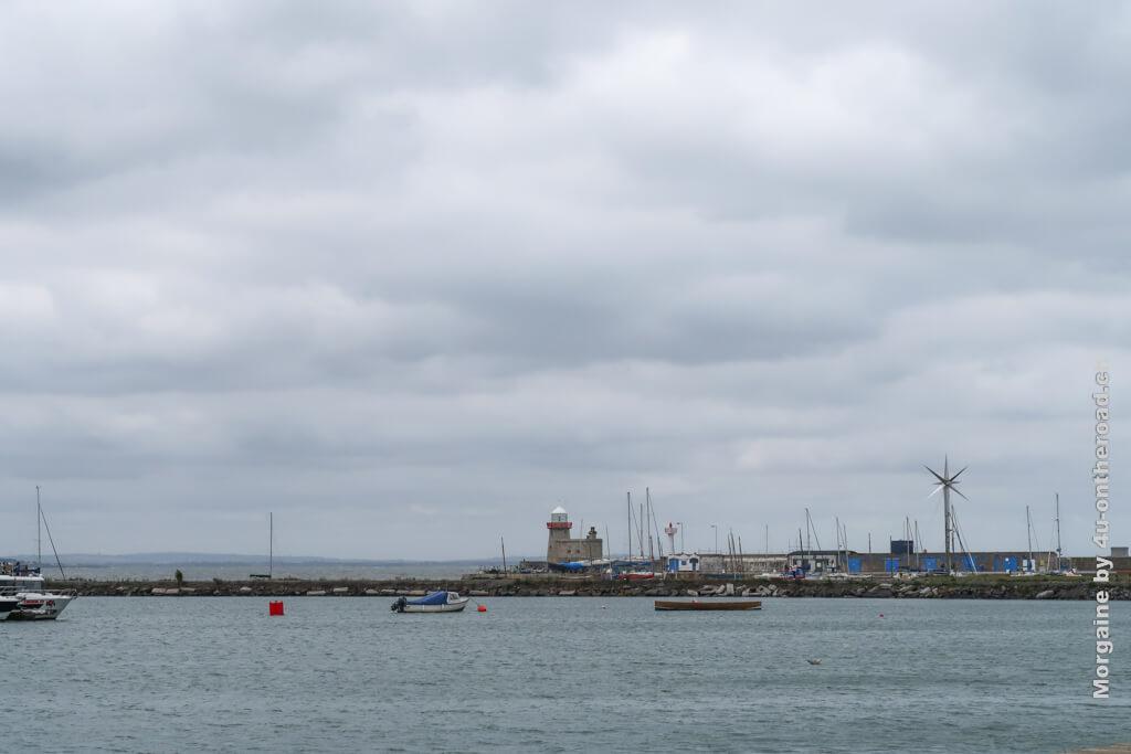 Der Leuchtturm am Hafen von Howth
