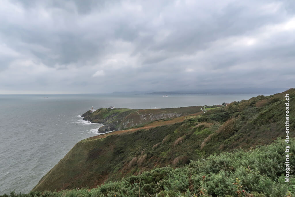 Der Leuchtturm ist doch weiter entfernt als es auf den ersten Blick ausgesehen hatte. - Halbinsel Howth