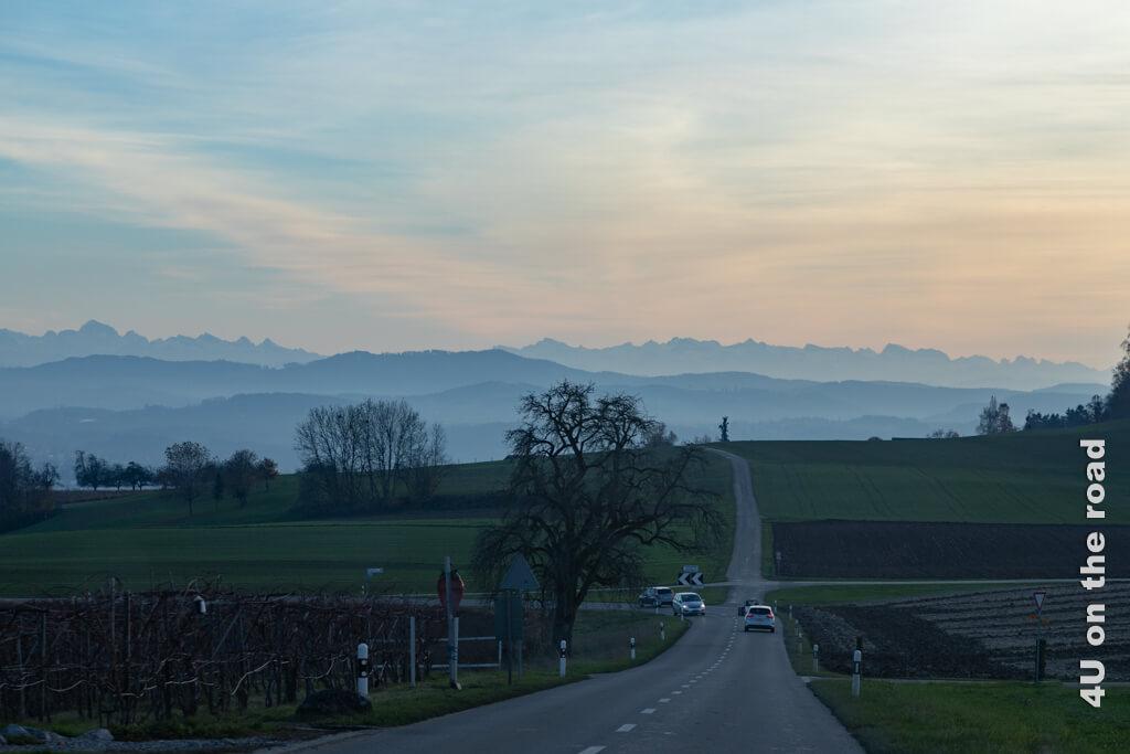 Dieses unglaubliche Panorama begleitet uns bis zur Autobahnauffahrt