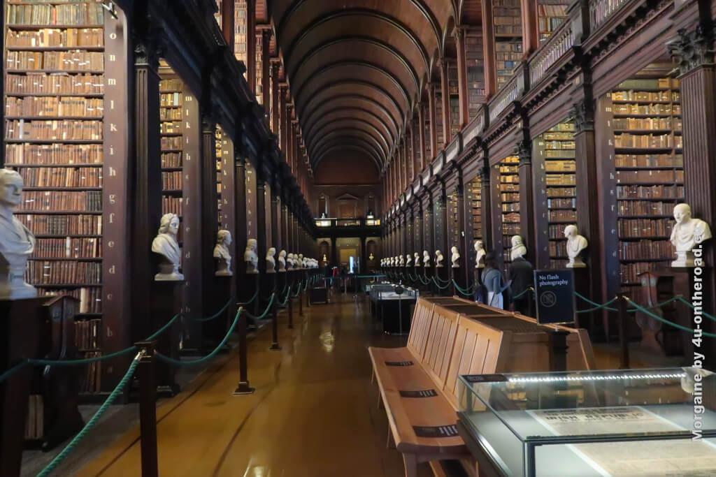"""Long Room der """"alten Bibliothek"""" des Trinity College in Dublin"""