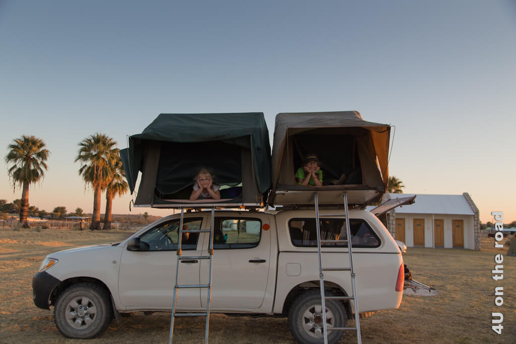 Die Geräusche und Temperaturunterschiede Namibias hautnah erleben, war 2013 ein Abenteuer. Schlafen im Dachzelt kann von der Bucket List gestrichen werden, genauso wie viele Orte und Nationalparks in Namibia.