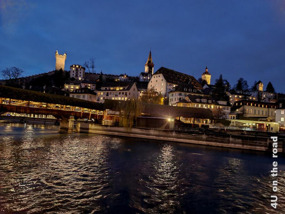 Die Stadtmauer im Abendlicht