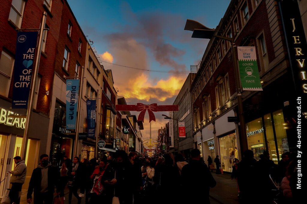 Sonnenuntergang und Weihnachtsdeko in Irland - Weihnachten in Irland
