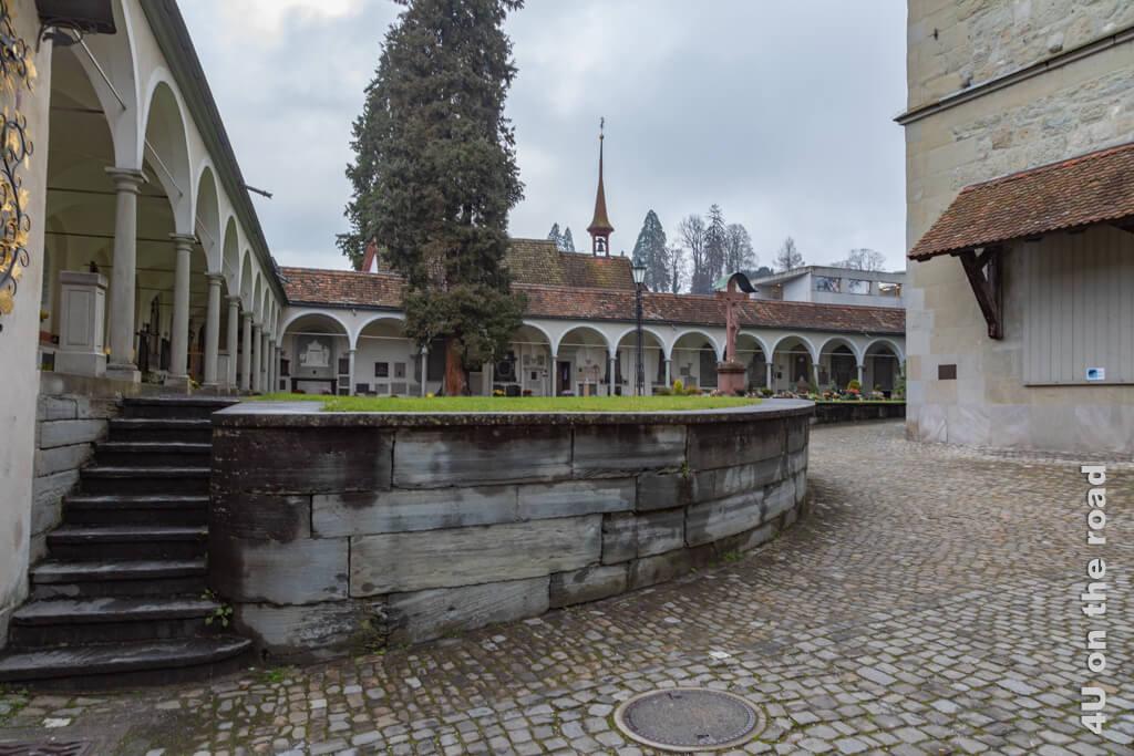 Gräberhallen, die die Hofkirche umgeben - Sehenswürdigkeiten von Luzern