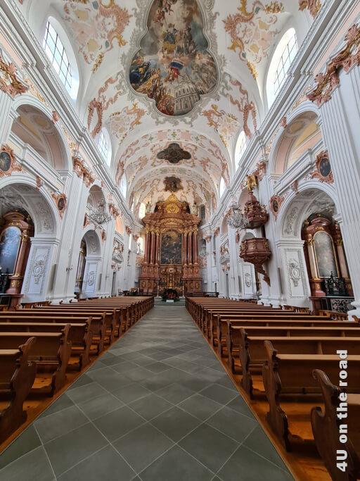 Die barocke Innenraumgestaltung der Jesuitenkirche - Sehenswürdigkeit von Luzern
