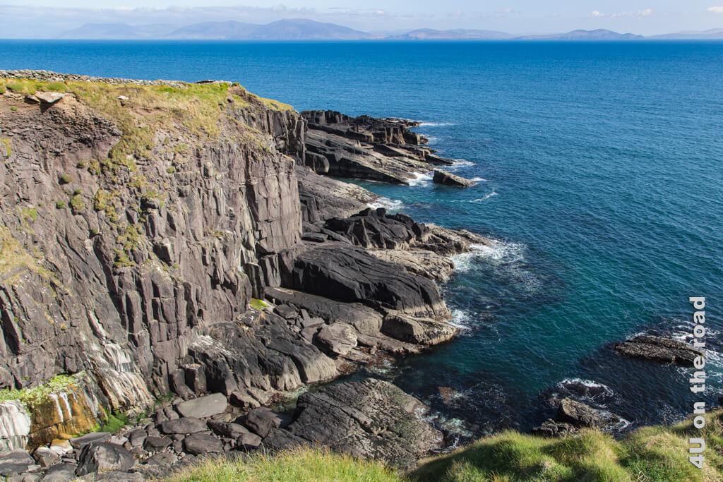 Schüleraustausch trotz Corona kann bedeuten, dass du das Meer nicht siehst, obwohl es nie weit entfernt ist. Hier Klippen auf der Halbinsel Dingel.