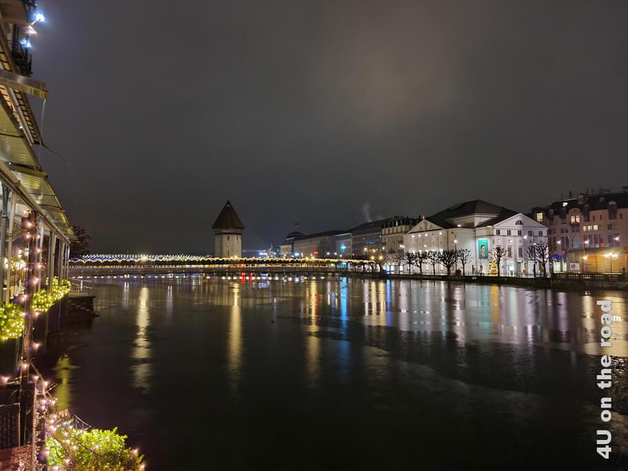 Luzern bei Nacht von der Terrasse des Restaurants aus gesehen