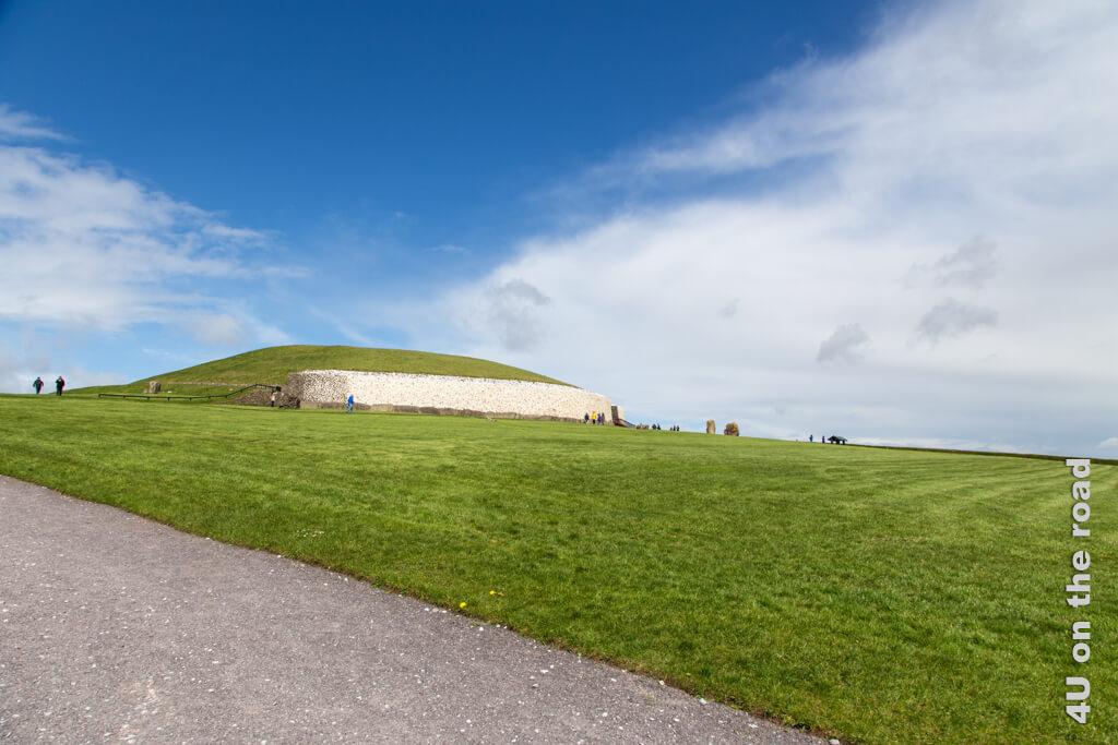 Ich war vor meinem Austauschjahr schon in Irland unterwegs. Die Bilder in diesem Beitrag stammen alle von einer früheren Reise - hier Newgrange nördlich von Dublin