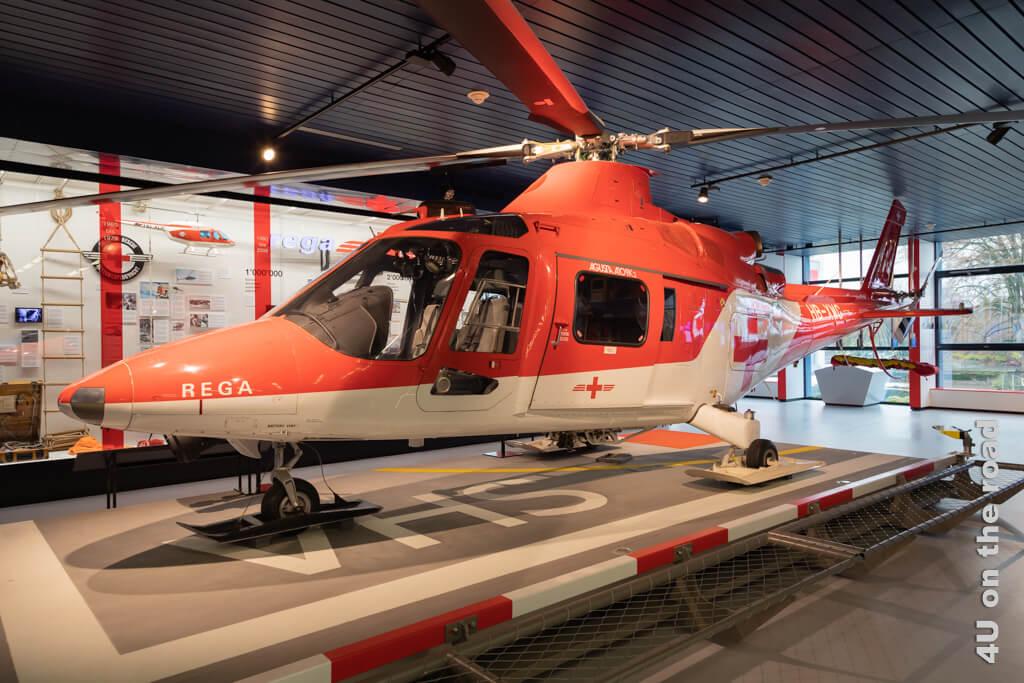 Neben dem Rega Heli steht auch noch ein Transportflugzeug für Schwerkranke auf Langstrecke zur Besichtigung bereit. - Verkehrshaus