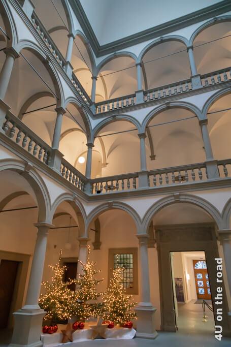 Der Lichthof des Ritterschen Palastes, der im Stil italienischer Renaissancepaläste erbaut wurde - Sehenswürdigkeit von Luzern