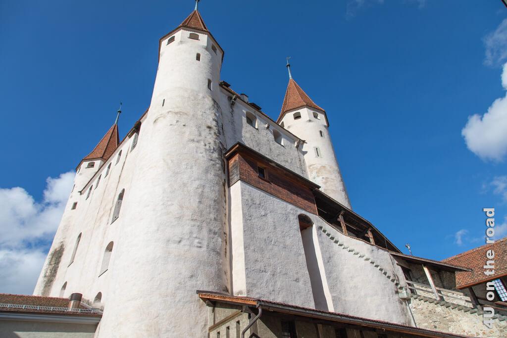 Das von den Zähringern im 12. Jhd. erbaute Schloss wacht über Thun.